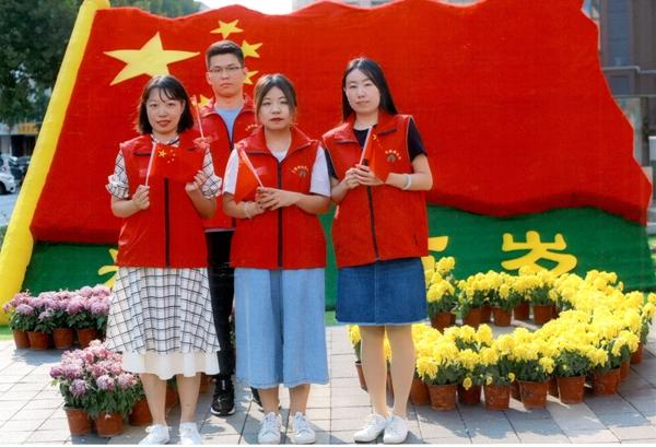 """山东三箭集团党委助力""""双报到""""社区 开展""""我和国旗同框""""活动"""